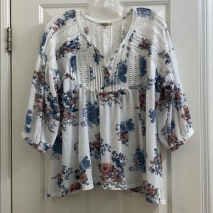 Gimmicks from Buckle floral boho top medium